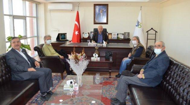 1-7 Nisan Kanser Haftası nedeni ile Uşak Kanserle Savaş Derneği Başkanı Mehmet KURNAZ ve Yönetim Kurulu Üyeleri , Uşak Ticaret Borsası Başkanı Mustafa SEZER'i ziyaret etti.