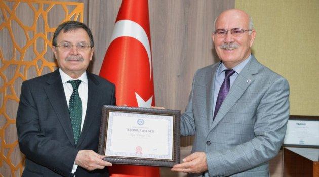 İlimizin sevilen ve saygın ismi,23. Dönem Uşak Milletvekili Mustafa Çetin, Uşak Üniversitesi Merkez Kütüphanesine kitap bağışında bulundu.
