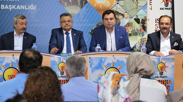 AK Parti Genel Merkez Yerel Yönetimler Başkan Yardımcısı ve AK Parti Bilecik Milletvekili Selim Yağcı Uşak'ta