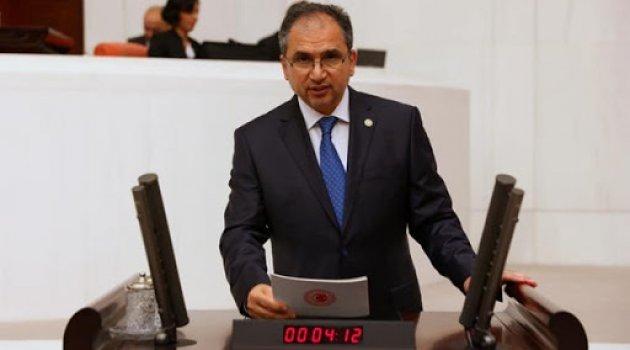 AK Parti Uşak Milletvekili Op. Dr. İsmail Güneş, 18 yıllık iktidarları döneminde Uşak'ta yapılan yatırımlar ve gerçekleştirilen çalışmalar hakkında bilgi verdi.