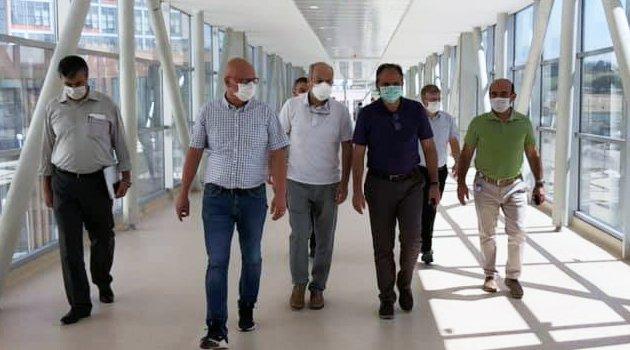 AK Parti Uşak Milletvekili Op. Dr. İsmail Güneş, Uşak Eğitim ve Araştırma   Hastanesi Ek Binasında incelemelerde bulundu
