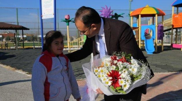 Belediye Başkanı Nurullah Cahan Özel Eğitim Uygulama Merkezi ve Özel Eğitim İş Uygulama Merkezi'ni ziyaret etti.