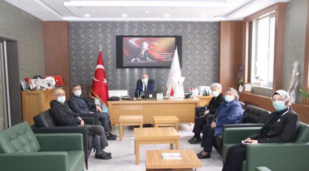 Kanserle Savaş Derneği Başkanı Mehmet KURNAZ ve Yönetim Kurulu Üyeleri Uşak İl Sağlık Müdürü Dr. Sedat KAVAS'ı ziyaret ederek bilgi alışverişinde bulundu.