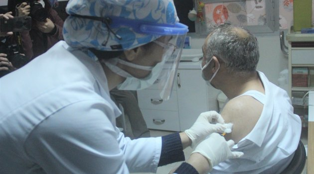 Kütahya'da 153 aşı odası kuruldu, sağlık çalışanları aşılanmaya başladı