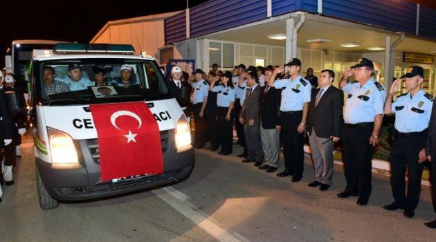 Bingöl'deki terör saldırısında şehit düşen polis memuru Abdullah Bıyık'ın cenazesi, Uşak'a getirildi