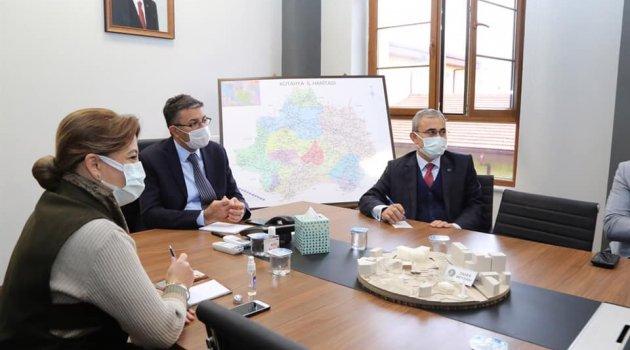 Kütahya Valisi Ali Çelik, Kent Meydanı Projesi İstişare Toplantısı'na katıldı.