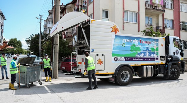 Kütahya'da Çöp Konteynerleri Dezenfekte Ediliyor