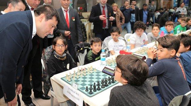 Uşak Belediyesinde Gençlik Satranç Turnuvası'nın Açılışı Gerçekleştirildi.