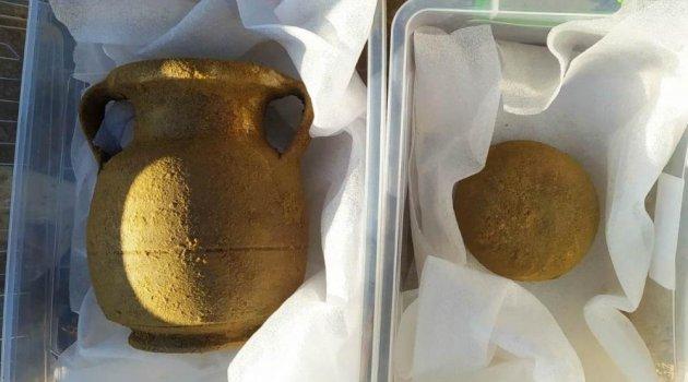 Manisa'da tarlasını sürerken lahit mezar buldu