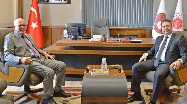 Rektör Savaş'tan İdare Mahkemesi Başkanı Sabri Burçin Arseven'e Ziyaret