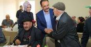 Başkan Nurullah  Cahan ve Eşi Halime Cahan ,Bayramda ne çocukları unuttu nede yaşlıları.