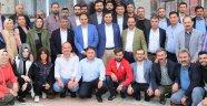 AK Kadrolar Mesaisine Giden İşçilere ve Vatandaşlara Simit İkram Etti