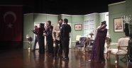 Atatürk Kültür Merkezinde 'Yalan Dolan' Tiyatro Severlerle Buluştu