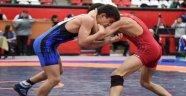 Yıldız Erkekler Grekoromen Türkiye Güreş Şampiyonası, 28 ilden 350 sporcunun katılımıyla Uşak'ta başladı.
