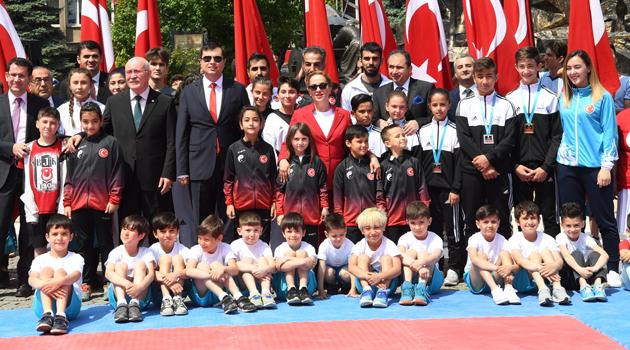 19 Mayıs Atatürk'ü Anma, Gençlik ve Spor Bayramı Uşak'ta coşkuyla kutlandı