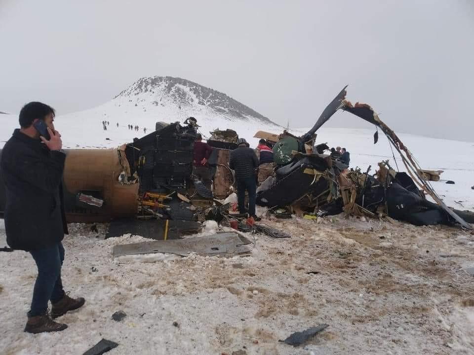 Bitlis'te askeri helikopter düştü: 9 şehit, 4 asker yaralı.