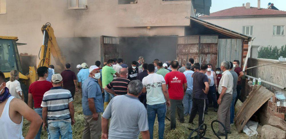 İlyaslı köyünde çıkan yangın köy muhtarı Ramazan Temel in girişimi ile elbirliği ile söndürüldü.