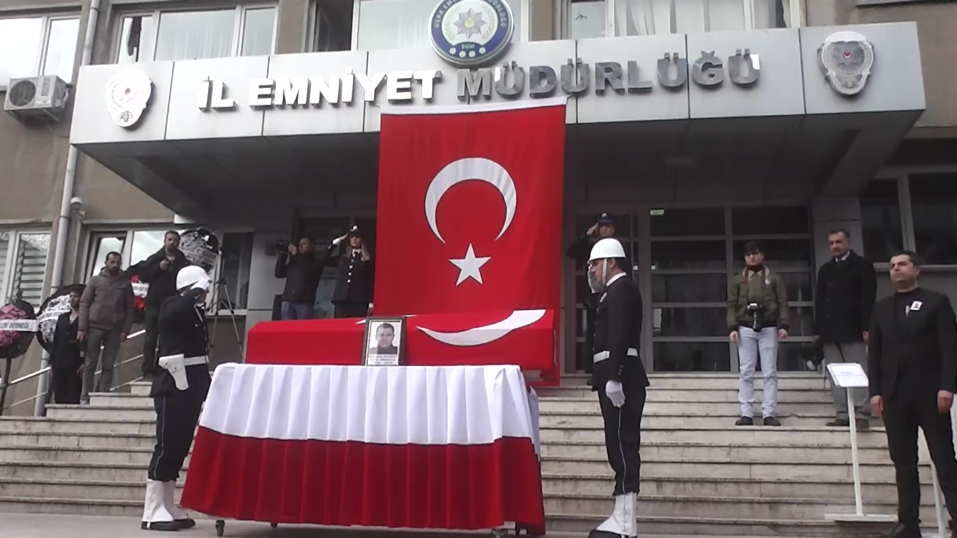 Şehit Mehmet Aksoy için Uşak İl Emniyet Müdürlüğünde cenaze töreni düzenlendi