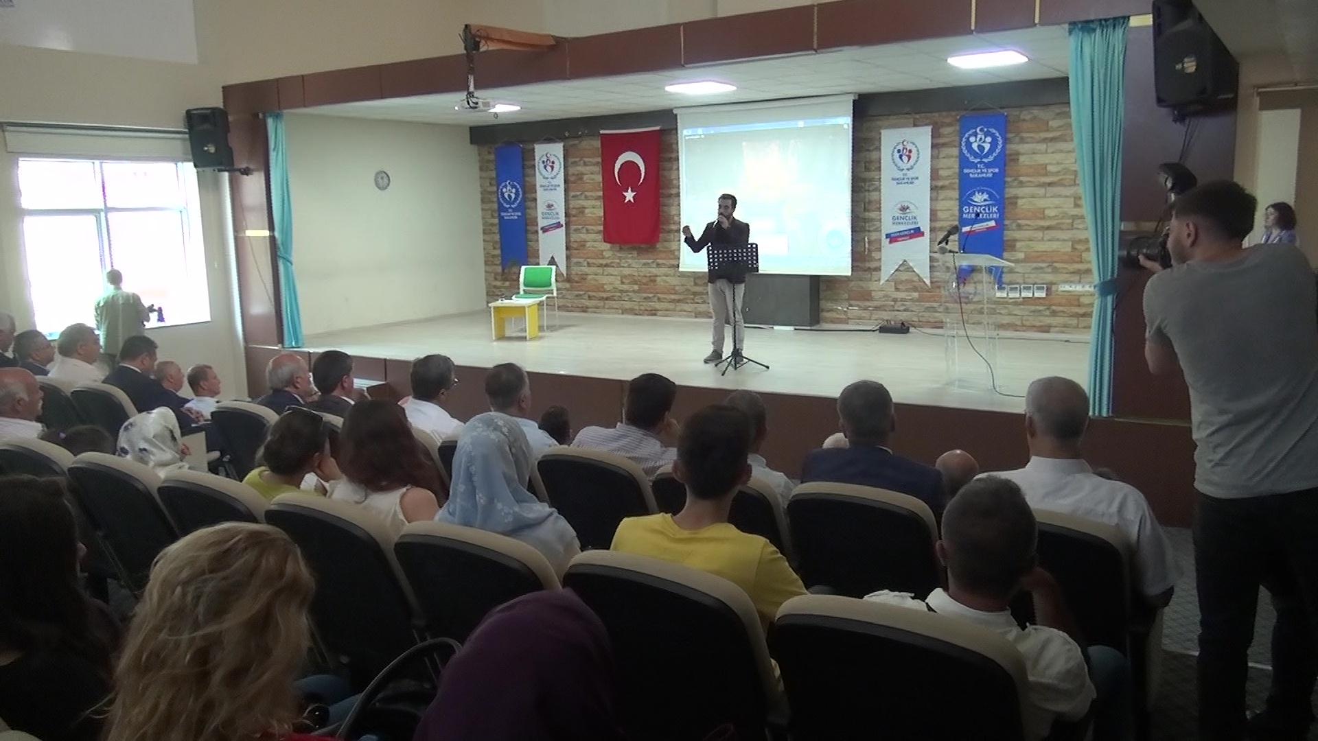 Uşak Gençlik Hizmetleri Spor İl Müdürlüğü 15 Temmuz Şehitlerini Anma Programı Düzenledi