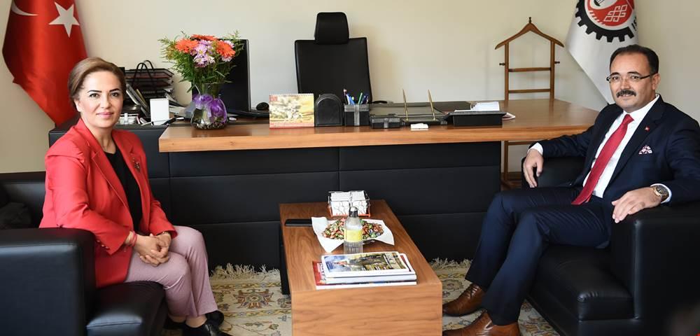 Uşak Valisi Funda Kocabıyık, Belediye Başkanı Nurullah Cahan'a iade-i ziyarette bulundu.