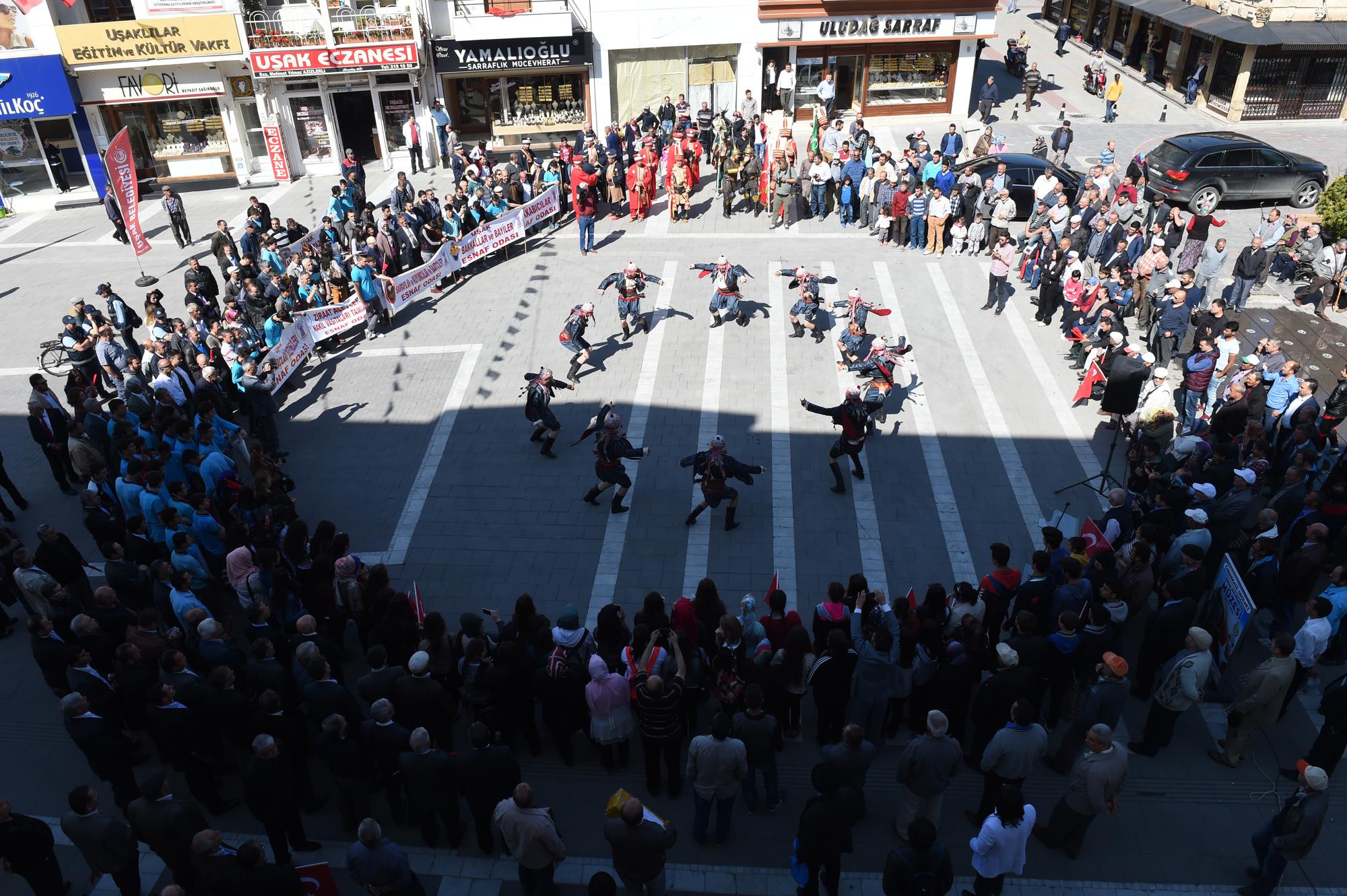 Uşak'ta Esnaf Festivali Görkemli Bir Açılışla Başladı