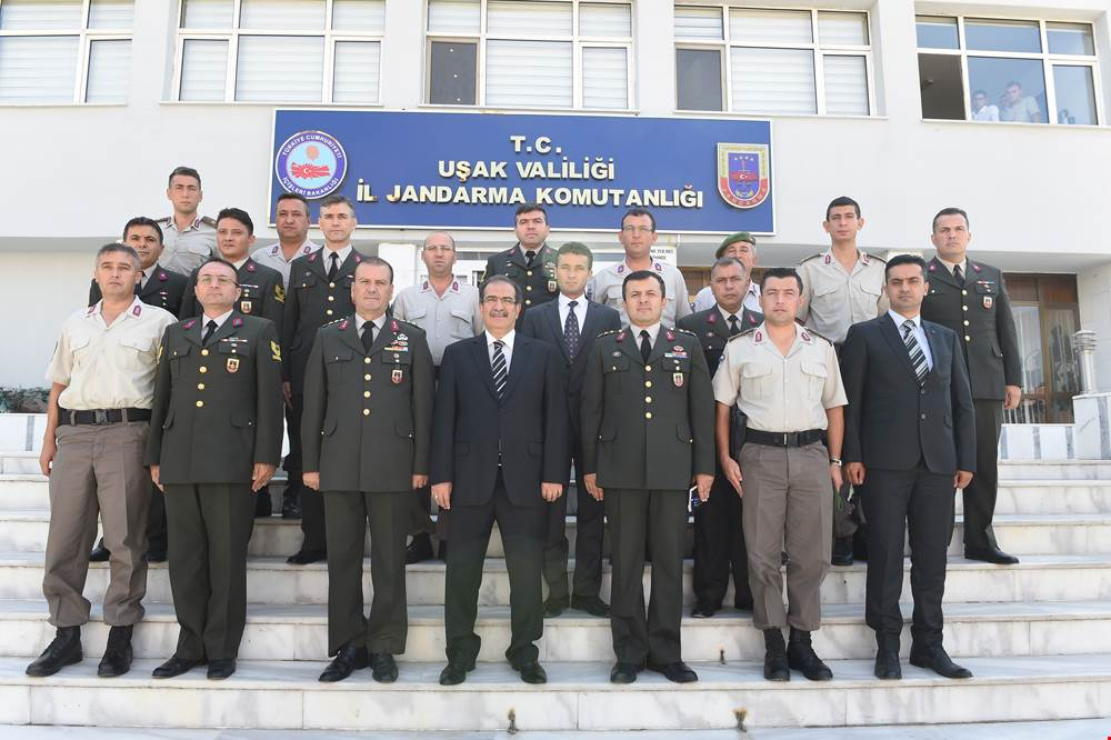 Vali Salim Demir kurum ziyaretleri kapsamında İl Jandarma Komutanlığını ziyaret etti.