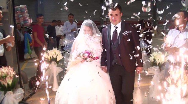 Uşak Belediyesi Kemalöz Mahallesi Kapalı Pazar Yeri genç çiftin mutluluğuna ev sahipliği yaptı.