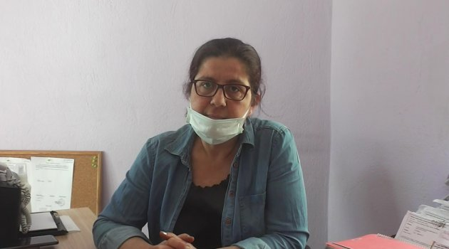 """Uşak Kent Konseyi Kadın Meclisi Başkanı Fadime Meral """"Kadın Meclisi olarak pazaryerlerinde ücretsiz kadınlarımıza maske dağıtıyoruz"""""""