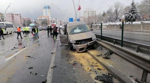 Uşak'ta 2 trafik kazasında 5 kişi yaralandı