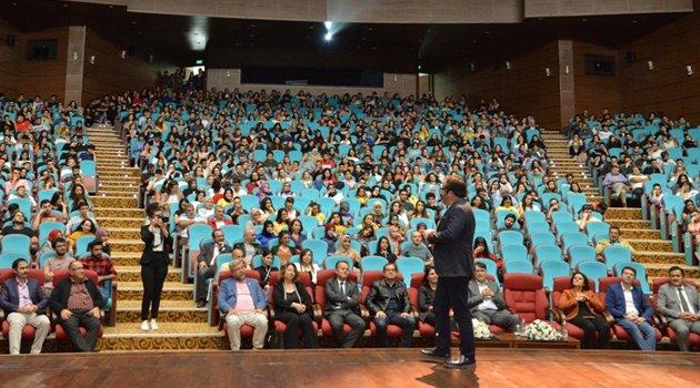 Uşak Üniversitesi Öğrencilerine Gönülden İletişimin Şifreleri Verildi