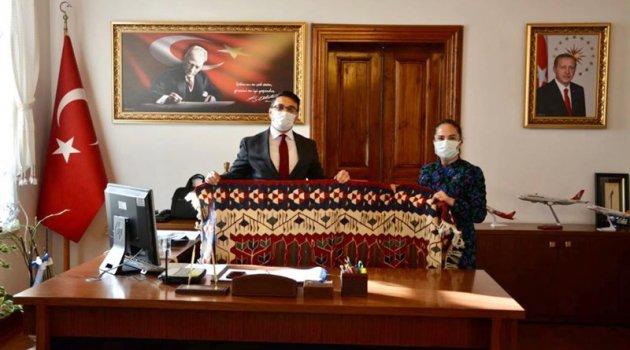 Vali Funda Kocabıyık Edremit Kaymakamı Turgay Ünsal ve Belediye Başkanı Selman Hasan Arslan'ı ziyaret etti