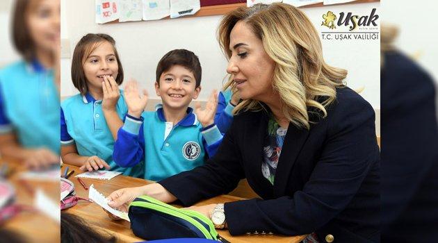 Vali Funda Kocabıyık, İlköğretim Haftası'nı Kutladı